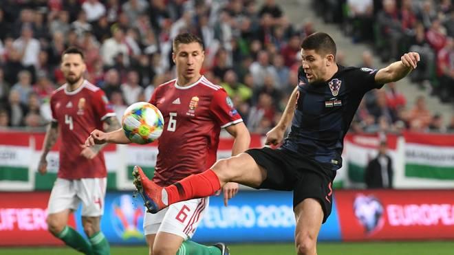 Im Duell zwischen Kroatien-Star Andrej Kramaric (r.) und Ungarn-Verteidiger Willi Orban (m.) ging der RB-Kapitän als Sieger vom Feld