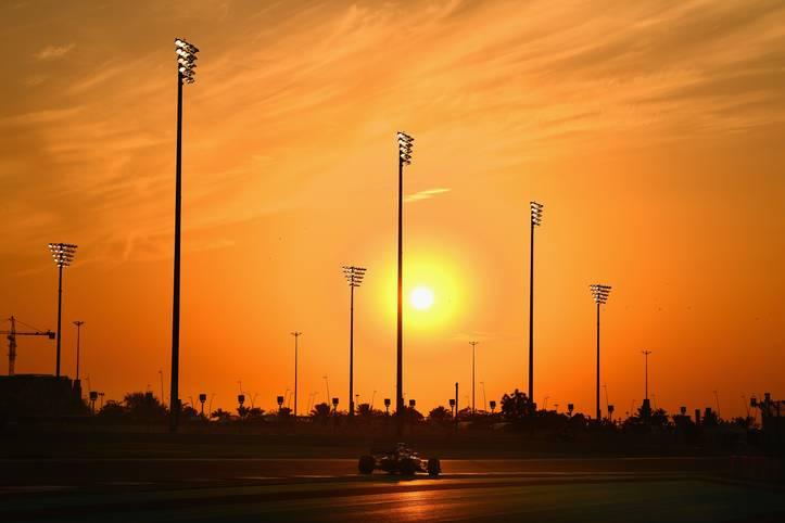 Fernando Alonso verabschiedet sich aus der Formel 1, Will Smith steigt in den Rennanzug und Nico Hülkenberg überschlägt sich. SPORT1 präsentiert die Bilder vom Formel-1-Finale in Abu Dhabi