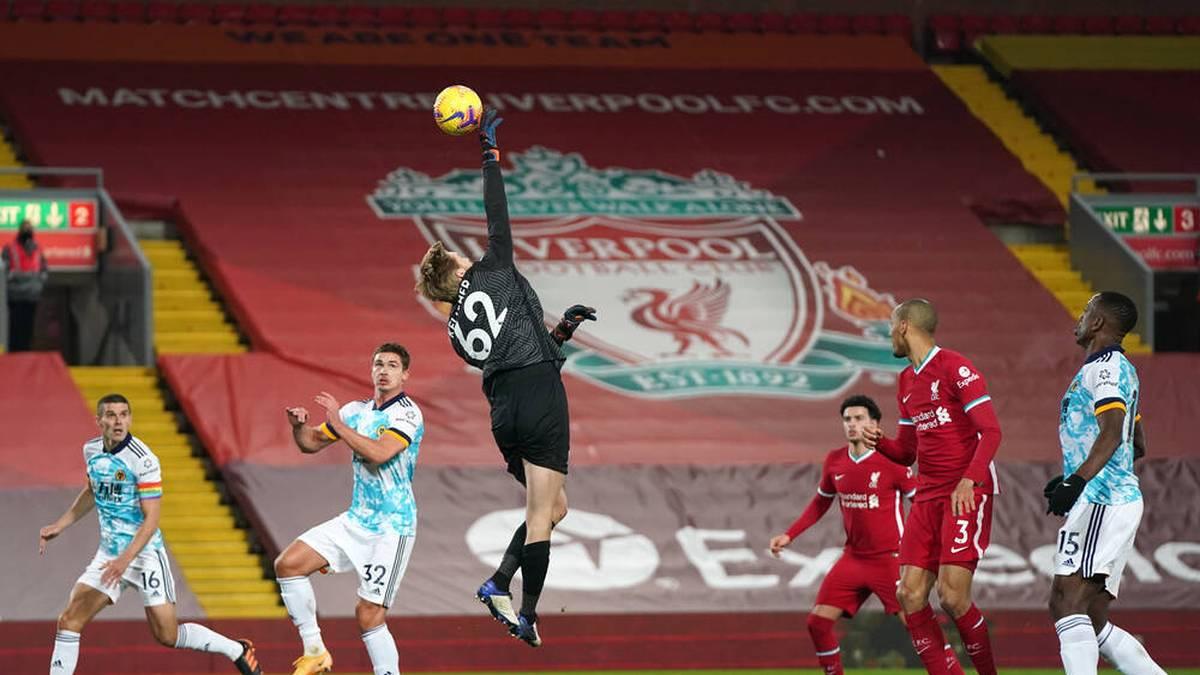 Torhüter Caoimhin Kelleher (M.) gab sein Debüt in der Premier League für den FC Liverpool
