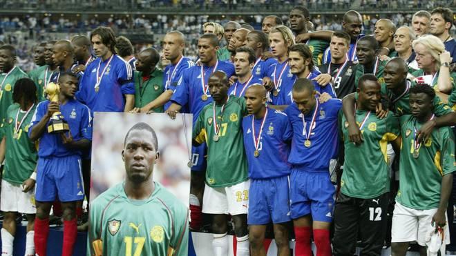Die Spieler Kameruns gedachten ihrem verstorbenen Kollegen Marc-Vivien Foe