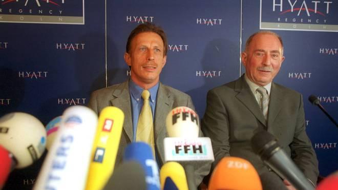 Werner Hansch (r.) bei der Pressekonferenz mit Christoph Daum im Jahr 2000