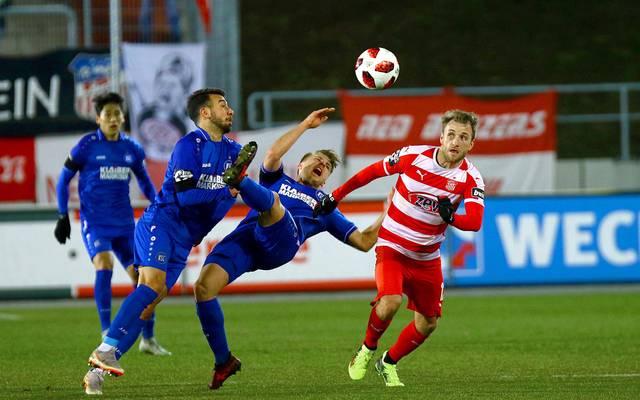 Der Karlsruher SC (blau) baute seine Serie in der 3. Liga aus