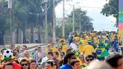 Die gelbe Flut: Vor dem ersten Halbfinale zwischen Brasilien und Deutschland in Belo Horizonte sind die Verhältnisse was das Fanaufkommen angeht klar