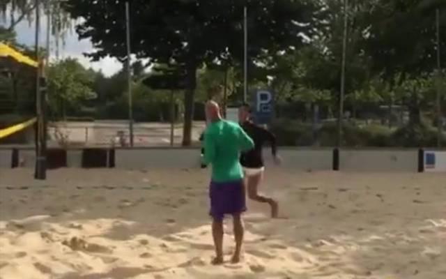 Reinier zockte mit Dêde im Sand