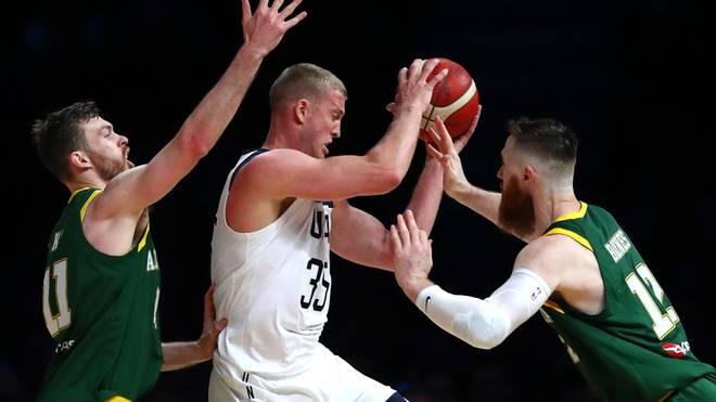 Die USA schlagen Australien im Basketball vor mehr als 50.000 Zuschauern