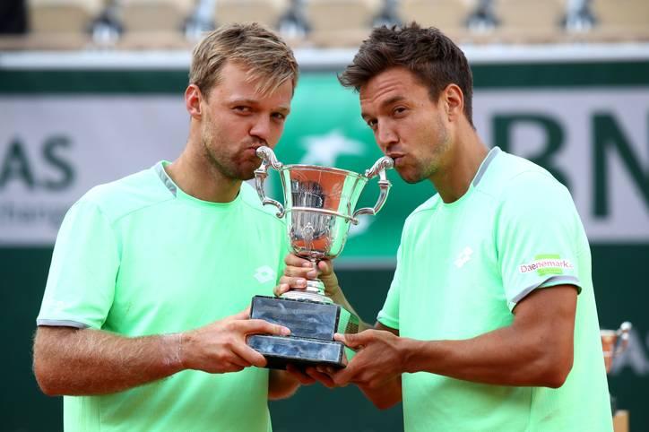 Grand-Slam-Champion - ein Titel, den sich Kevin Krawietz (l.) und Andreas Mies bis vor wenigen Tagen wohl nicht mal erträumt hatten. Jetzt ist er Wirklichkeit. Das deutsche Herren-Doppel triumphierte bei den French Open in Paris
