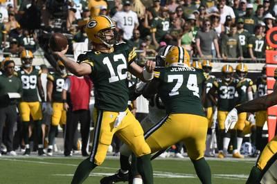 Aaron Rodgers kassiert mit den Packers eine böse Klatsche und muss auf der Bank Platz nehmen. Die Chiefs erkämpfen sich gegen Cleveland einen knappen Sieg.