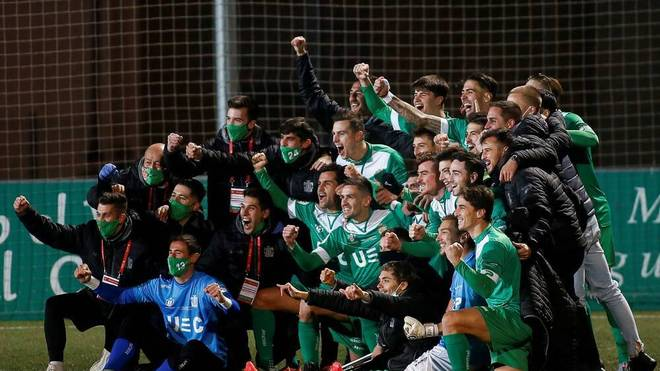 Cornellas Spieler feiern den Sieg gegen Atlético