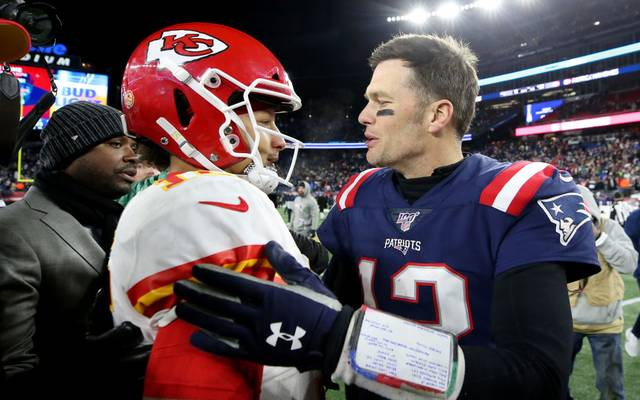 Tom Brady (r.) trifft am Sonntag auf Patrick Mahomes und die Kansas City Chiefs