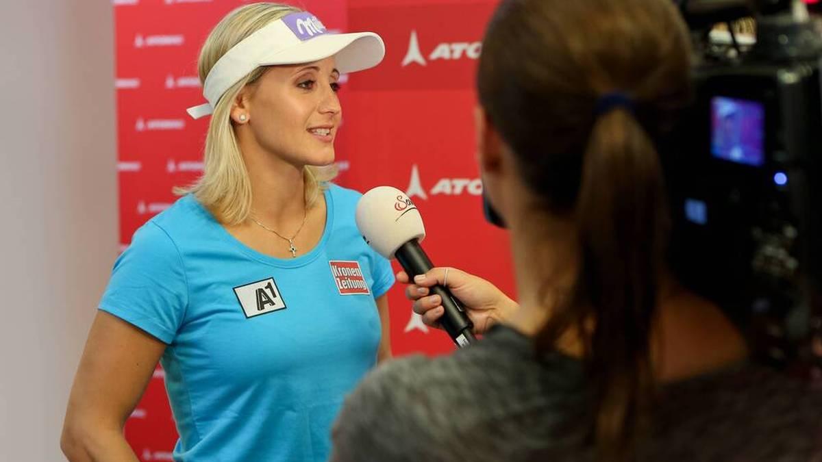 Umgekehrte Verhältnisse: Fortan wird Ex-Ski-Star Michaela Kirchgasser die journalistischen Fragen stellen - und zwar bei Fußball-Spielen