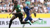 Borussia Mönchengladbach (l.: Denis Zakaria) gab gegen den FC Chelsea (r.: Christian Pulisic) den Sieg aus der Hand