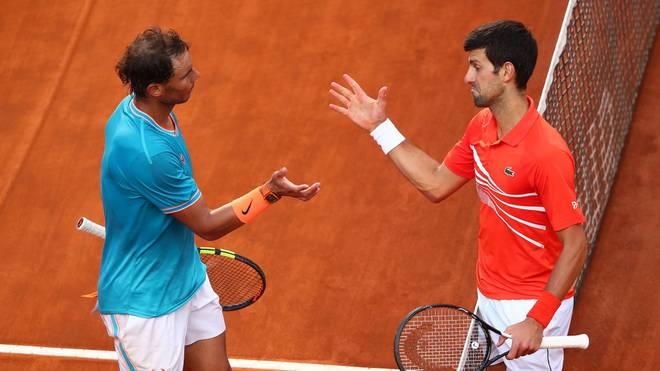 Rafel Nadal (l.) und Novak Djokovic stehen jeweils verfrüht auf spanischen Sandplätzen