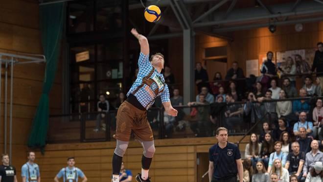 Die Herrschinger Volleyballer schlugen bisher in der Nikolaushalle auf
