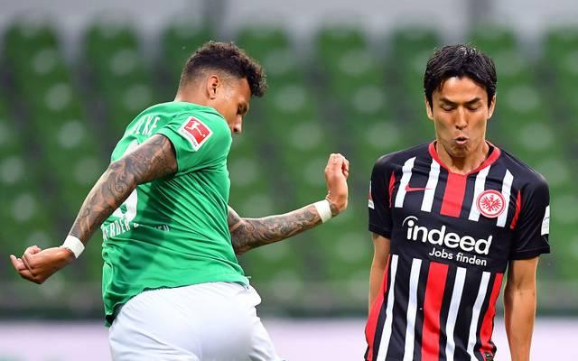 Gegen Werder schnappt sich Makoto Hasebe (rechts) einen Bundesliga-Rekord