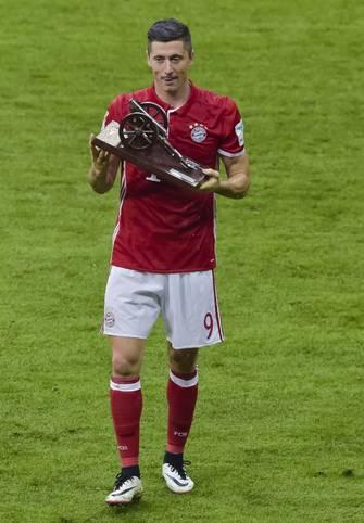 Nicht nur Meisterschale und DFB-Pokal gingen nach München, Robert Lewandowski holte 2015/16 auch die Torjägerkanone zum FC Bayern. Ein Dortmunder tritt in seine Fußstapfen. SPORT1 zeigt die Torjäger der Bundesliga-Saison 2016/17