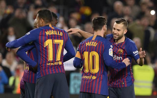 Lionel Messi bejubelt mit seinen Teamkollegen den klaren Sieg von Barcelona gegen Levante