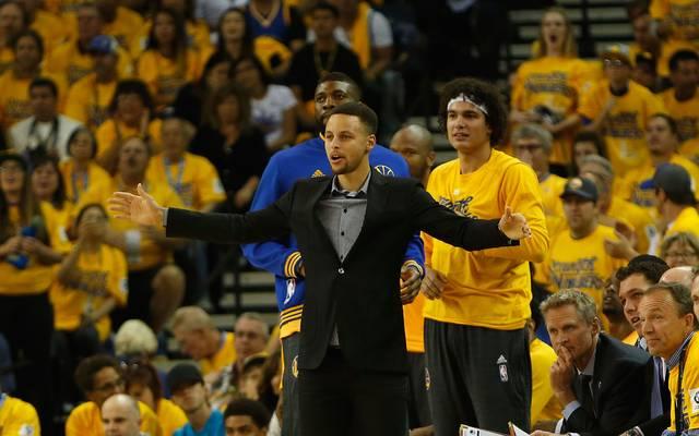 Stephen Curry war in Spiel zwei und drei zum Zuschauen gezwungen