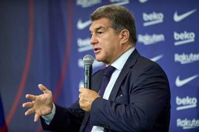 Der finanziell angeschlagene Fußball-Traditionsklub FC Barcelona segnet für die Saison 2021/2022 ein Budget in Höhe von 765 Millionen Euro ab.