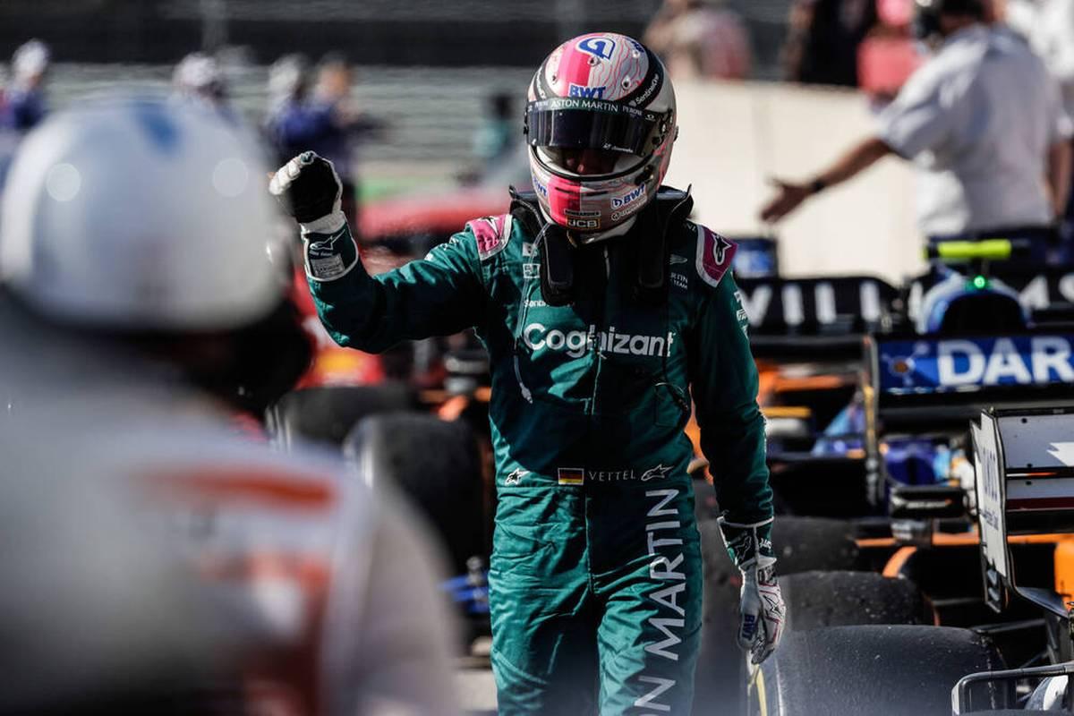 Sebastian Vettel gelingt beim GP der USA eine bravouröse Aufholjagd. Die wird am Ende mit einem Punkt belohnt - auch dank Kimi Räikkönen.