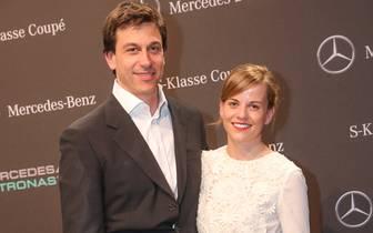 Seit Oktober 2011 ist die ehemalige DTM-Pilotin mit Mercedes-Teamchef Toto Wolff verheiratet und macht auch auf dem roten Teppich eine gute Figur