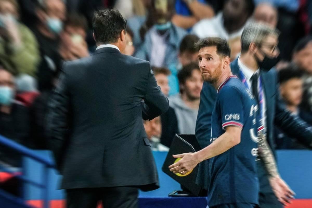 Lionel Messi verweigert Trainer Mauricio Pochettino nach seiner Auswechslung den Handschlag. Es ist der nächste Vorfall im Team der Superstars, der Zweifel aufkommen lässt.