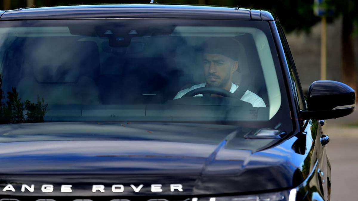 Luis Suárez bei der Ankunft - ohne Lionel Messi
