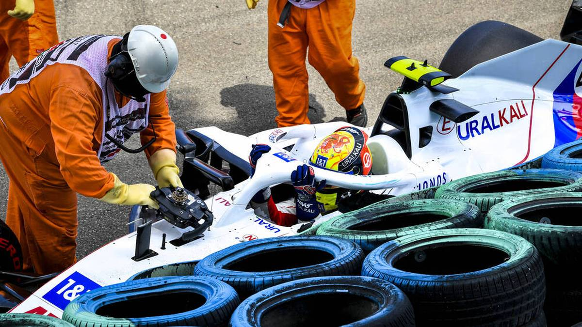 Mick Schumacher krachte im 3. Training in Ungarn in die Reifenstapel