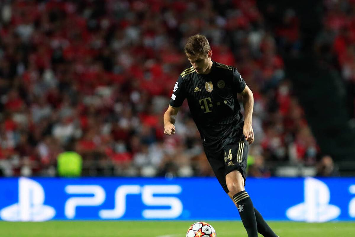 Josip Stanisic entwickelt sich beim FC Bayern immer mehr zu einer Alternative für Benjamin Pavard. Dass sein Vertrag schnell angepasst wurde, hat interessante Gründe.