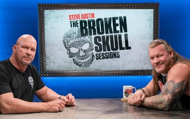 Steve Austin (l.) begrüßt den zu AEW gewechselten Chris Jericho in seiner Show auf dem WWE Network