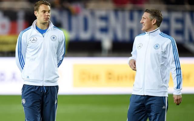 Manuel Neuer (l.) bedauert den Ausfall von Bastian Schweinsteiger