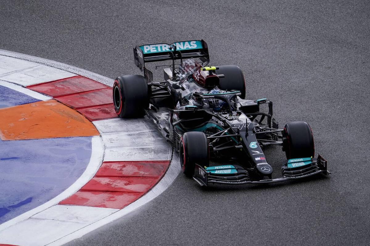 Valtteri Bottas muss beim Großen Preis von Russland in der Startaufstellung zehn Plätze zurück. Der Motorenwechsel könnte ein taktischer Schachzug von Mercedes sein.