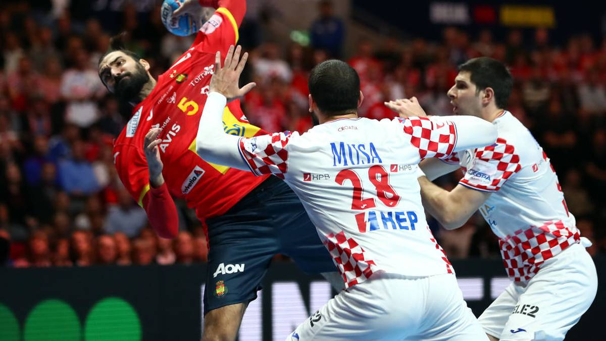 STOCKHOLM, SWEDEN - JANUARY 26: Jorge Maqueda Pena of Spain is challenged by Zeljko Musa ans Marko Mamic (L-R) of Croatia  during the Men's EHF EURO 2020 final match between Spain and Croatia at Tele2 Arena on January 26, 2020 in Stockholm, Sweden. (Photo by Martin Rose/Bongarts/Getty Images )