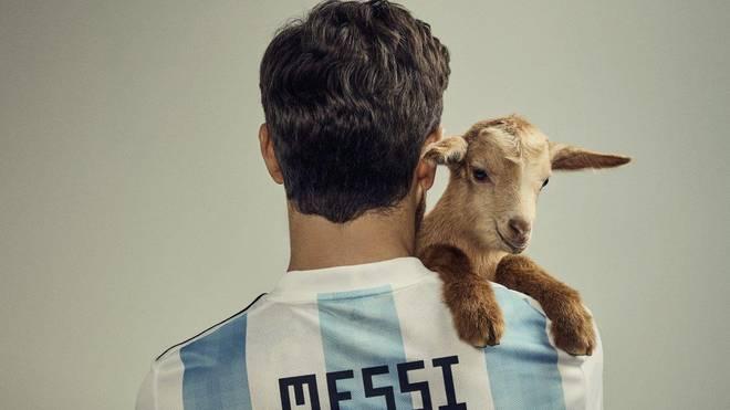Lionel Messi mit Ziege