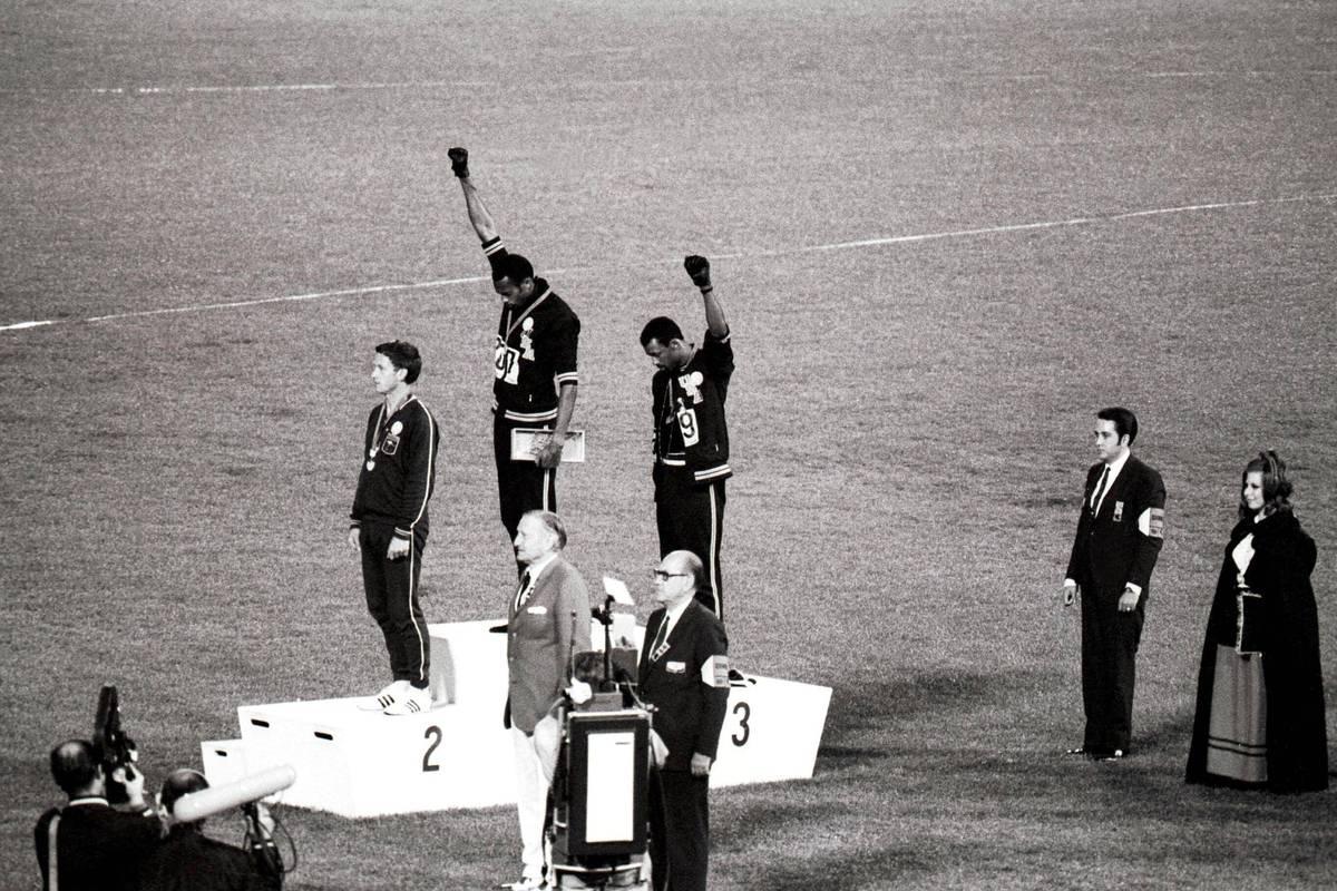 Bei den Olympischen Spielen 1968 in Mexiko-City setzten Tommie Smith und John Carlos ein Zeichen, das ihr Leben prägen sollte. Sie stehen bis heute dazu.