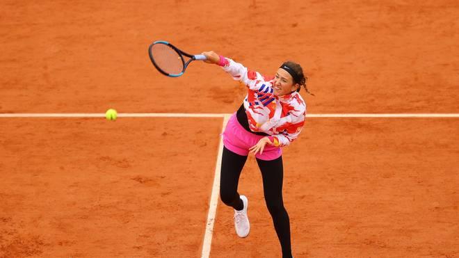 Victoria Azarenka bestritt den Auftakt ihres Matches gegen Danka Kovinic mit Jacke