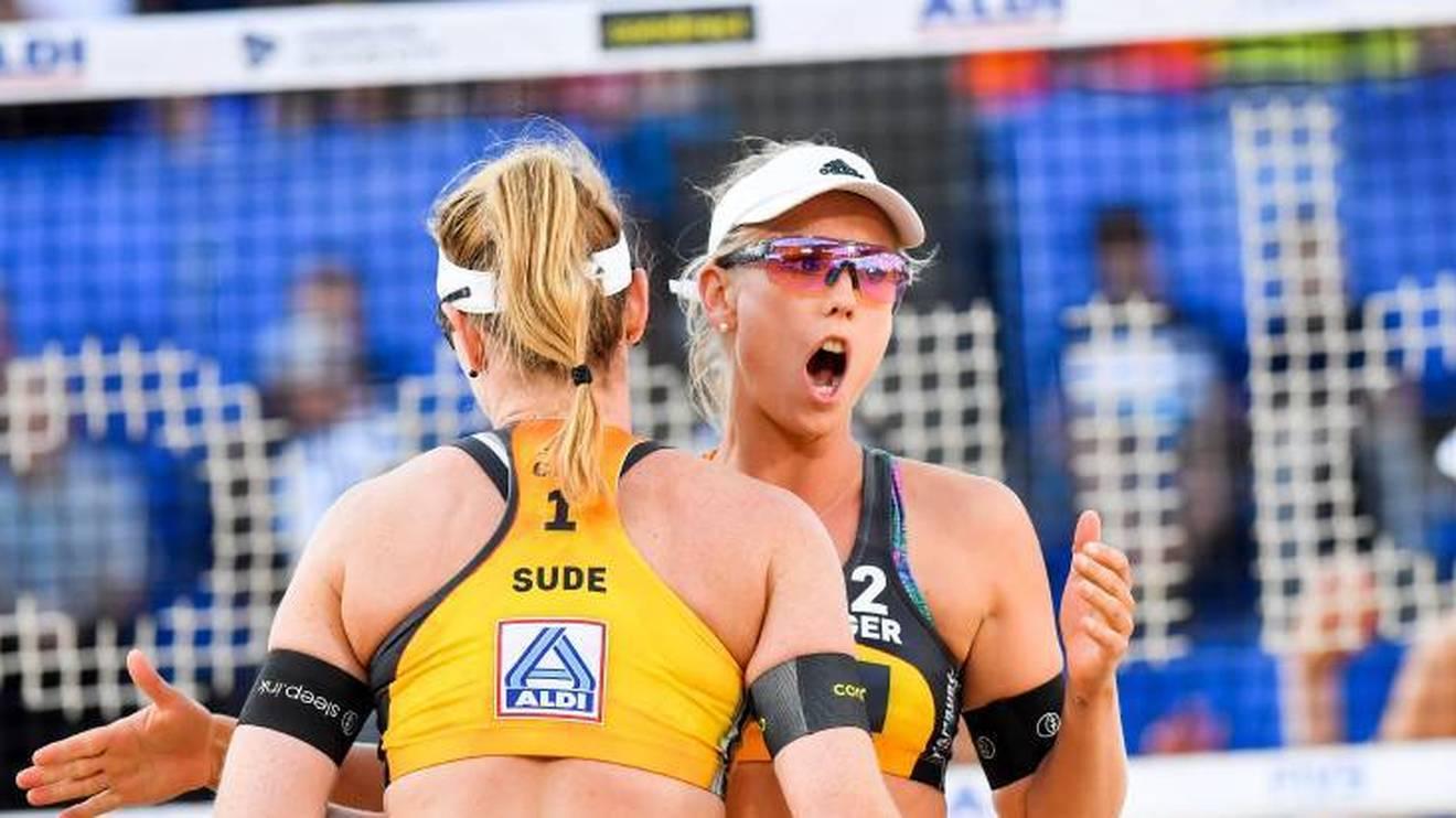 Die deutschen Beachvolleyballerinnen Karla Borger (r.) und Julia Sude verzichten