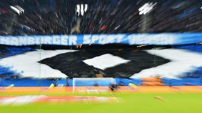 HSV-Fans präsentieren im Stadion stolz die Raute