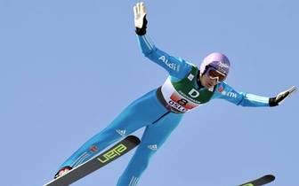 Im Januar 1997 taucht erstmals der Name Martin Schmitt im Weltcup auf. Keine zwei Monate später steht der Senkrechtstarter aus Villingen bereits auf dem WM-Treppchen. Mit der Mannschaft gewinnt er die Bronze-Medaille bei der Nordischen Ski-WM in Trondheim
