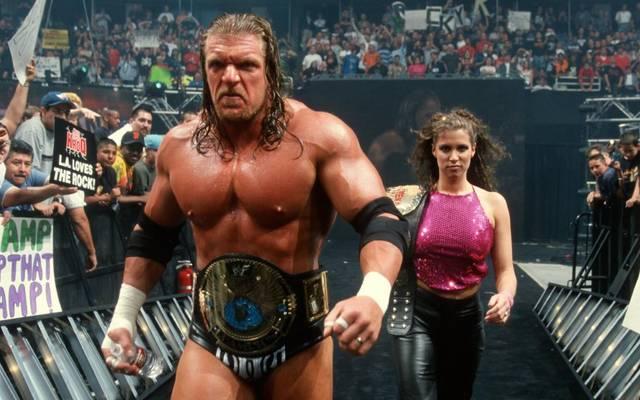 Triple H mit seiner heutigen Ehefrau Stephanie McMahon im Jahr 2000