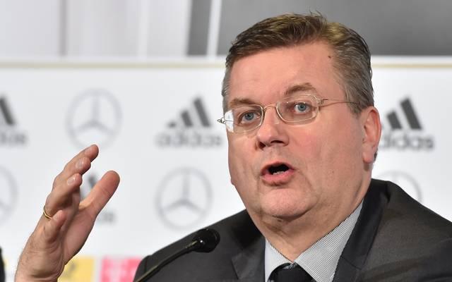 DFB: Reinhard Grindel tritt von allen internationalen Ämtern zurück , Reinhard Grindel trat als DFB-Präsident zurück