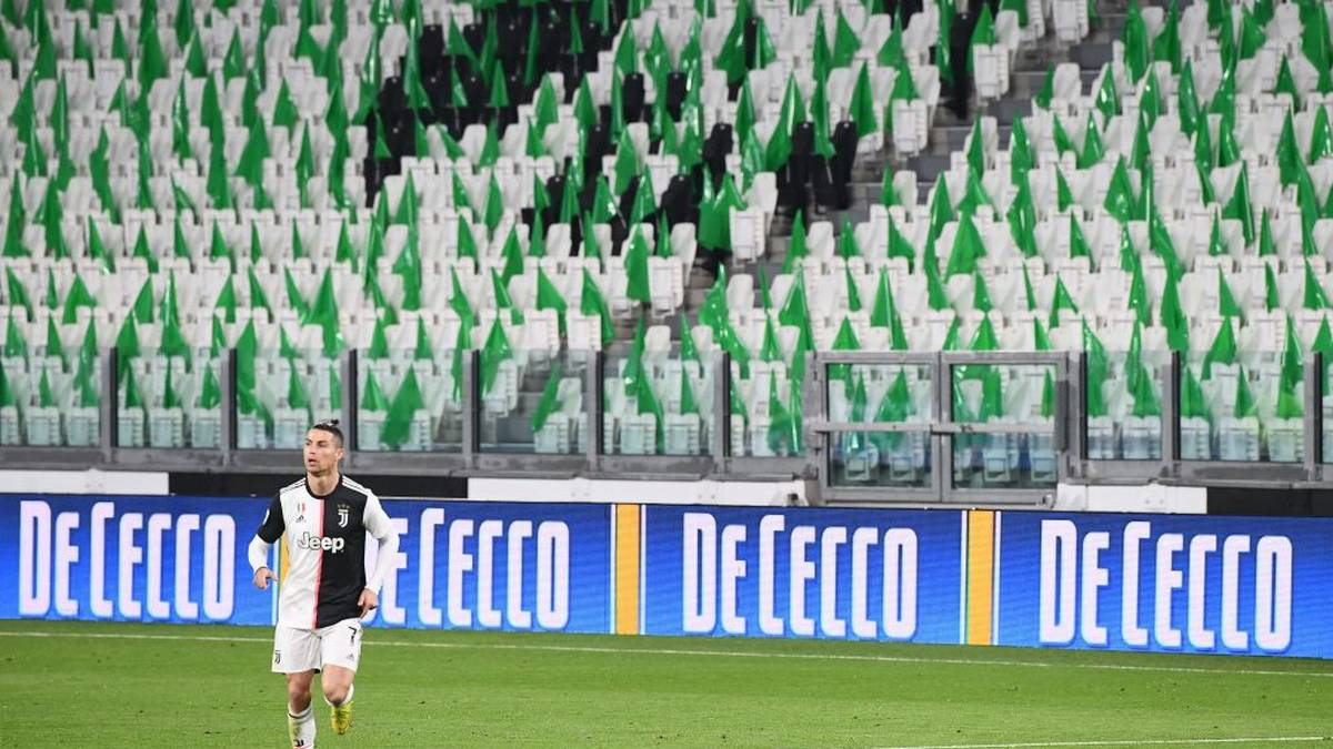 TOPSHOT - Juventus' Portuguese forward Cristiano Ronaldo runs on the pitch in an empty stadium due to the novel coronavirus outbreak during the Italian Serie A football match Juventus vs Inter Milan, at the Juventus stadium in Turin on March 8, 2020. (Photo by Vincenzo PINTO / AFP) (Photo by VINCENZO PINTO/AFP via Getty Images)