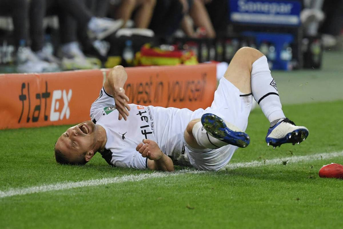 Bei einem Training vor dem DFB-Pokalspiel gegen Bayern zieht sich Tony Jantschke mehrere Brüche im Gesicht zu.