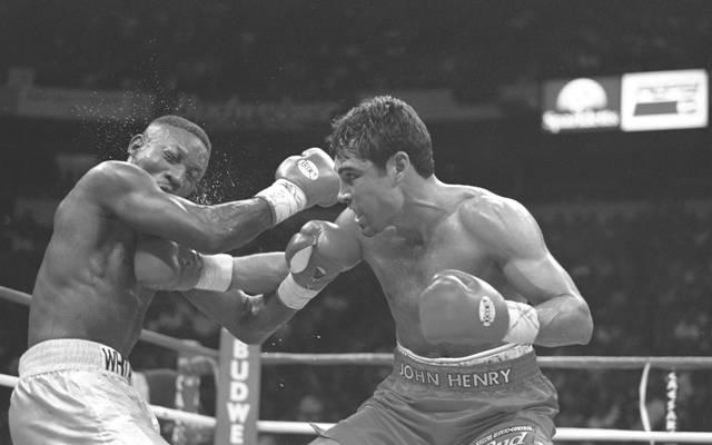 Pernell Whitaker (l.) während seines Kampfes gegen Oscar de la Hoya am 12. April 1997. Am Sonntag verstarb er im Alter von 55 Jahren bei einem Verkehrsunfall.