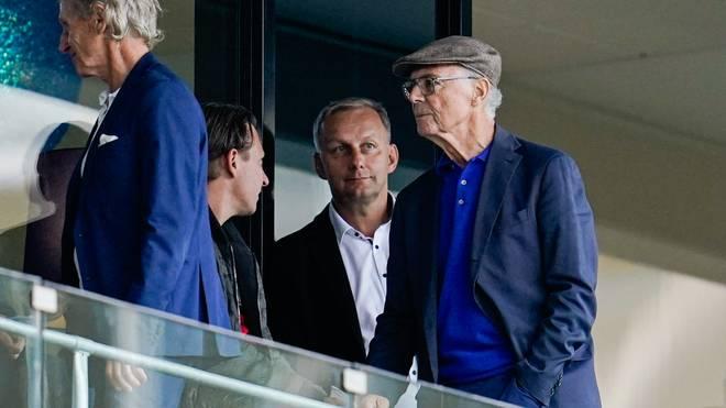 Franz Beckenbauer ist mal wieder in einem Stadion anzutreffen