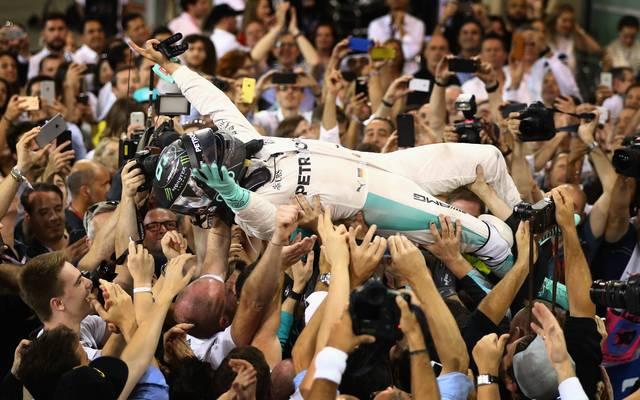 Nach dem WM-Titel lässt sich Rosberg wie ein Rockstar feiern