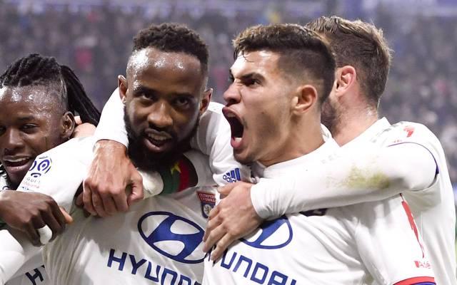 Bruno Guimaraes (r.) steht seit Anfang des Jahres bei Lyon unter Vertrag