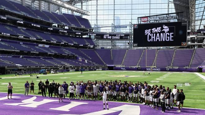 Die Vikings empfangen die Familie von George Floyd im Stadion