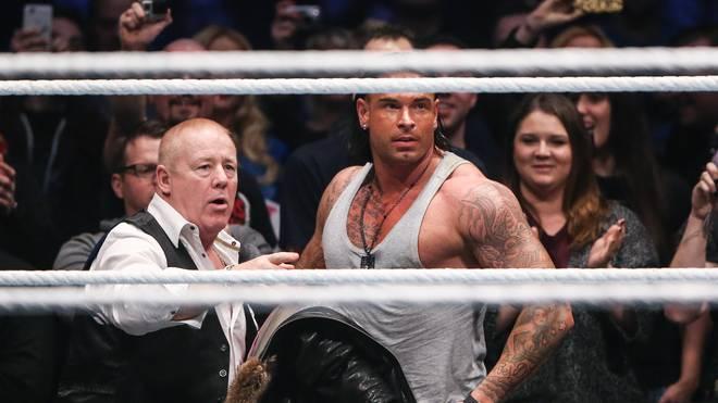 Erfahrener Lenker bei WWE: Producer Fit Finlay - hier bei Tim Wieses Auftritt in Frankfurt 2014