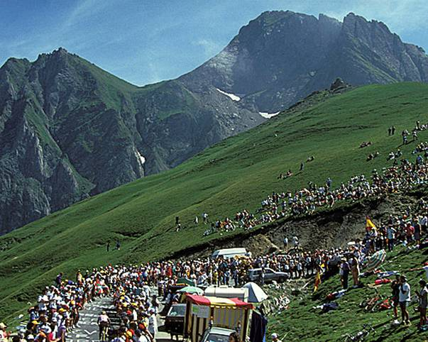 Er ist ein Schicksalsberg der Tour de France: Der legendäre Col du Tourmalet ist mit 2115 Metern der höchste Straßenpass der französischen Pyrenäen und gehört zu den Klassikern der großen Schleife. Seine Geschichte ist voller Dramen und Triumphe. 2019 wird er zum 83. Mal absolviert. SPORT1 blickt auf seine bewegte Geschichte zurück