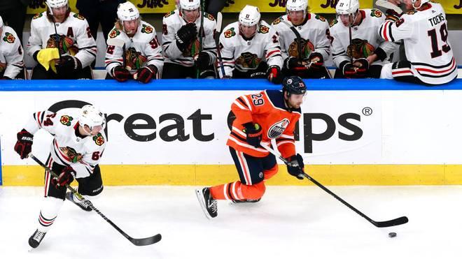 Leon Draisaitl und die Edmonton Oilers feiern in Spiel zwei einen Sieg gegen die Chicago Blackhawks